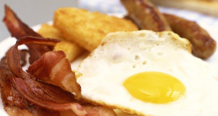 Bacon é uma carne clássica que pode ser usada na preparação de vários alimentos