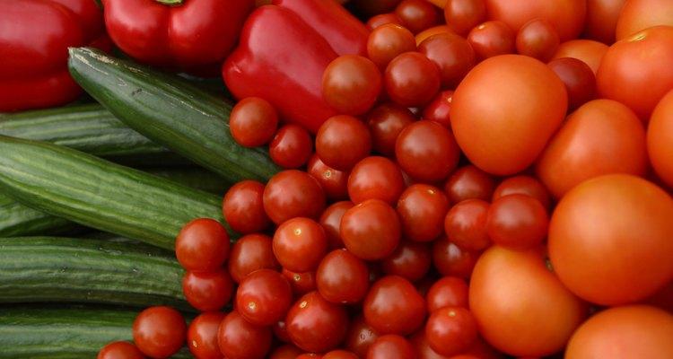 Guarda las frutas y las verduras en el refrigerador.