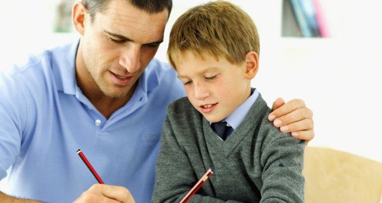 El papel que juegas con tu hijo para ayudarlo a resolver eficazmente los problemas es una manera ideal de enseñarle a enfrentarse con otro niño.
