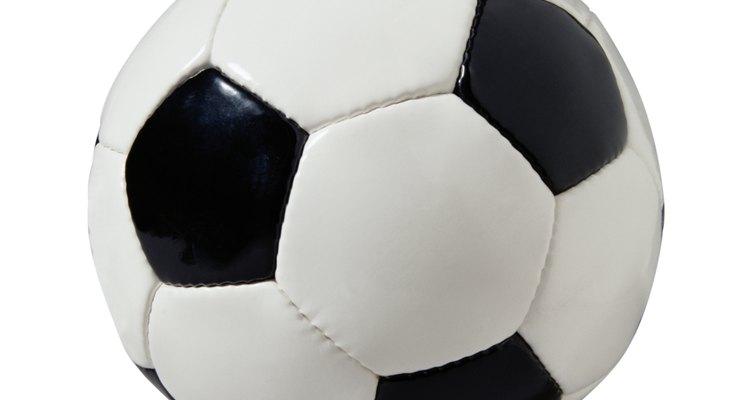 Un balón de fútbol es redondo, envuélvelo de una forma divertida.