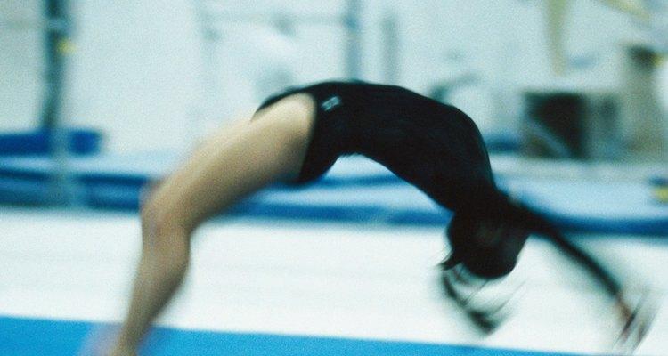 Aprender ponte te ajudará em movimentos mais complicados como um mortal de costas com as mãos