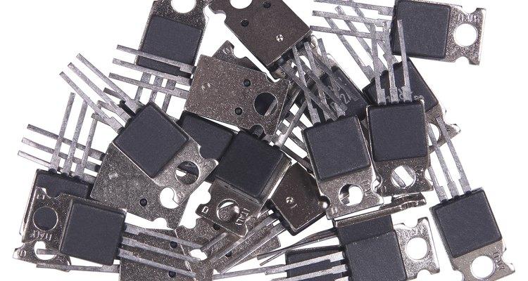 Los transistores de alta potencia permitirán a este circuito alimentar a muchos aparatos electrodomésticos pequeños.