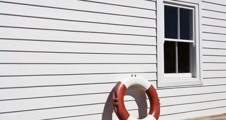 Isolar as janelas contra o calor da luz solar ajuda os cômodos a permanecerem frios