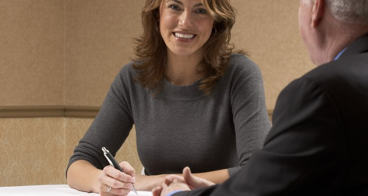 Mantente profesional y alegre en todo momento durante tu entrevista.