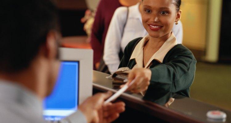Con un poder notarial o estatus de representante del beneficiario, tu esposa puede cobrar legalmente tu cheque.