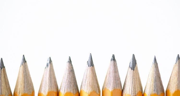 Los lápices representan el uso de los recursos combinados: el grafito y la madera.