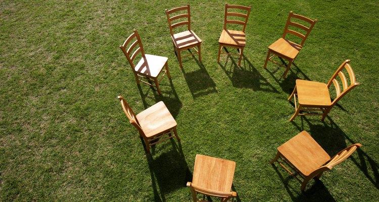 Uma simples junta solta em uma cadeira pode soltar todas as outras e tirar a força também, tornando-a inútil