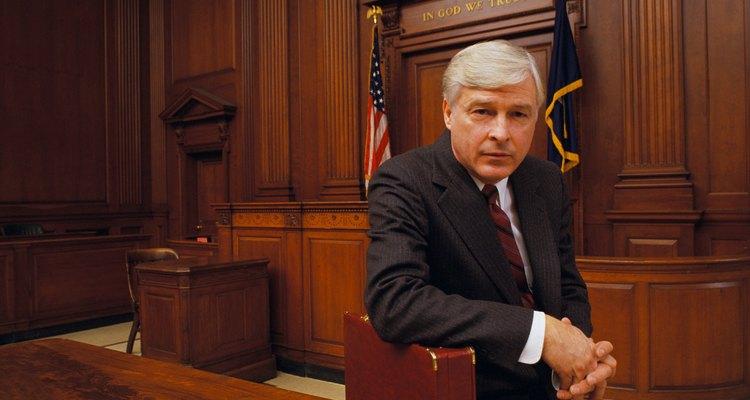 Los abogados pueden ser demandados por mala praxis legal.
