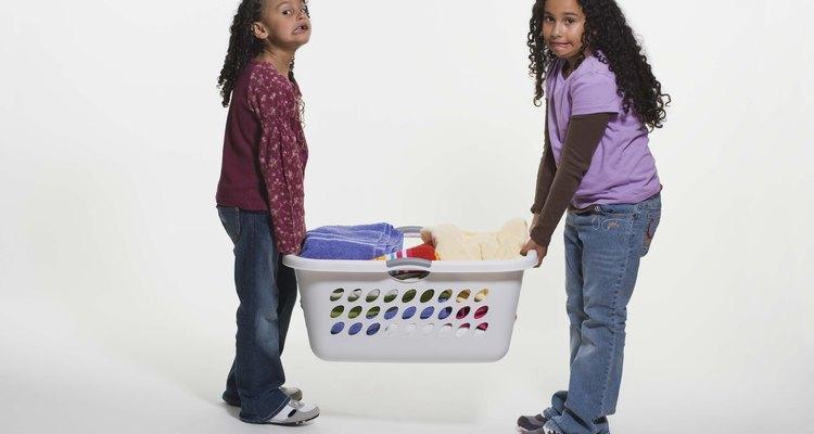 Pode-se usar atividades de classificação e empilhamento para ensinar sobre peso