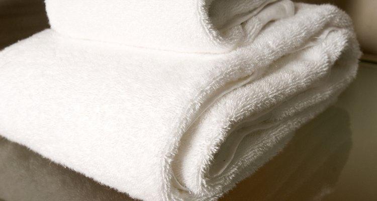 Para toallas gruesas, usa agujas grandes para bordar.