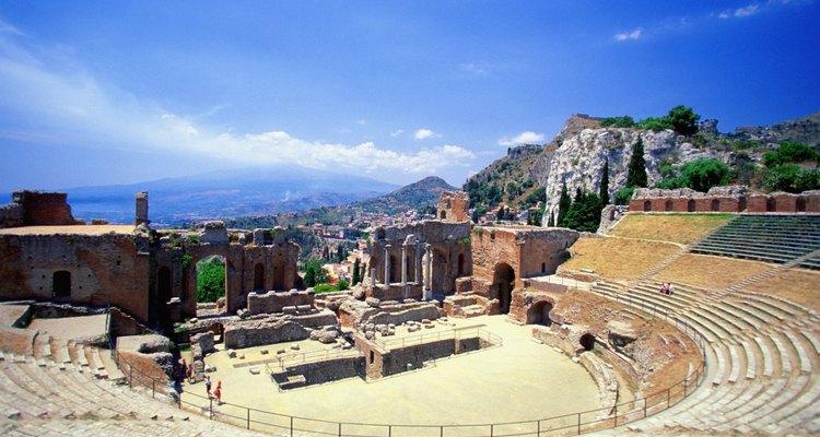 Os antigos anfiteatros podem ser encontrados em toda a Grécia e na Itália