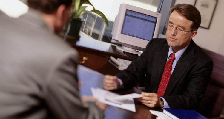 Revisa atentamente el contrato de la póliza y los documentos que justifican por qué la empresa negó tu reclamación.