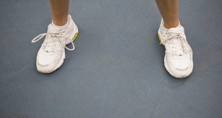 Quita las manchas de las zapatillas de tenis con amoniaco.
