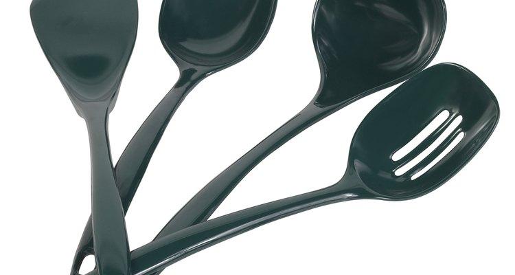 Utensílios de cozinha de nylon precisam resistir a temperaturas de até 250ºC