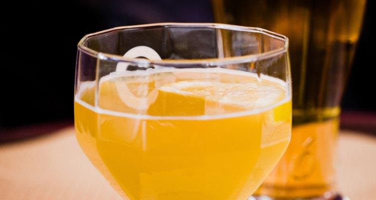 Añade cerveza para atenuar el queso y darle más sabor.