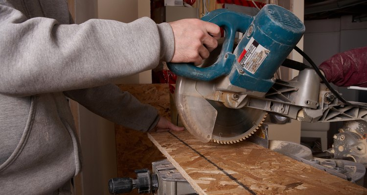 Cutting acute angles on a mitre saw requires a personalised jig.