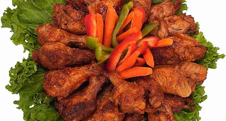 Las alas de pollo se pueden cocinar rápidamente en una olla a presión.