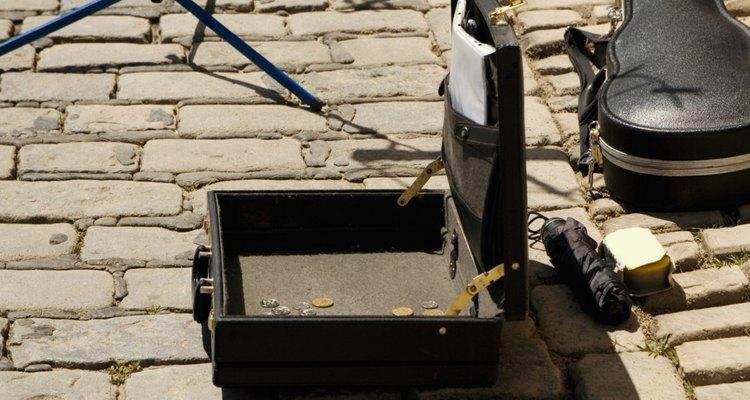 A performance de rua pode usar coleções de equipamentos básicos ou complexos