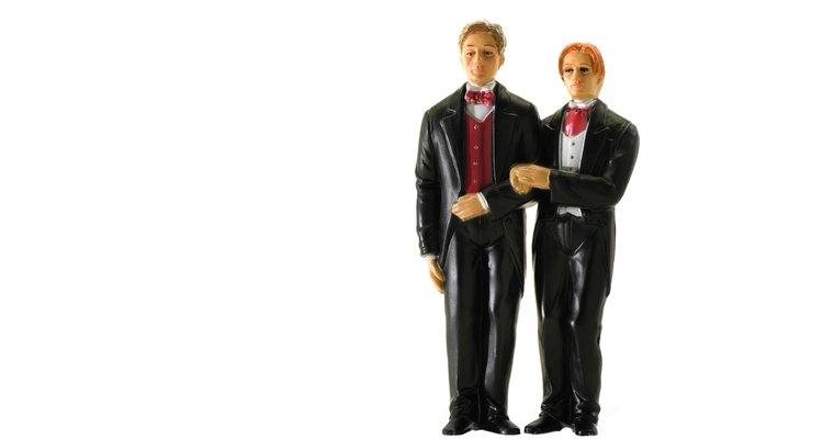 Puedes darle a una pareja gay o lesbiana regalos simbólicos o personalizados.