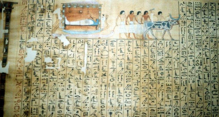 La escritura demótica no se implantó hasta siglos después.