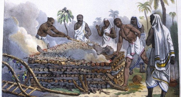 A cremação é a prática funerária padrão entre os hindus