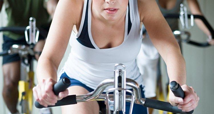 As bicicletas ergométricas são bastante utilizadas tanto em academias quanto em casa, e as correias sentem a carga dos exercícios