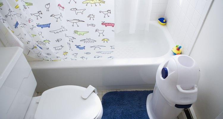 Tu inodoro y bañera se conectan a una tubería de desagüe más grande.