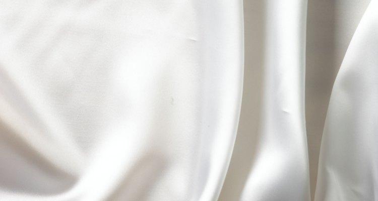 Mantenha a aparência fresca e limpa do cetim branco