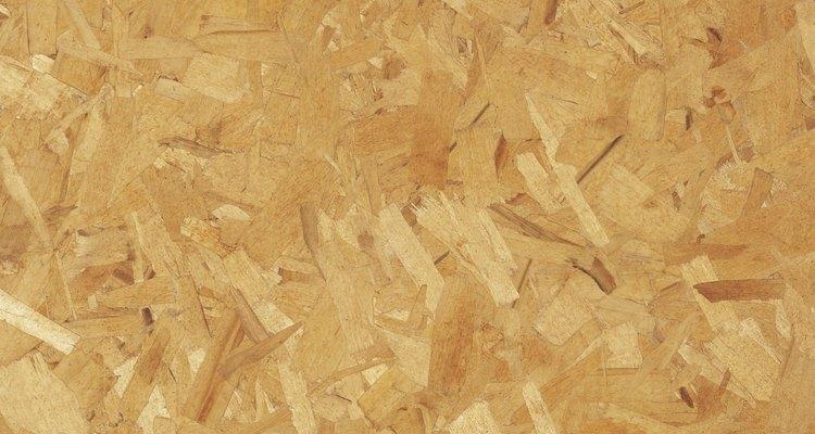 La primera madera prensada comercial fue producida durante la Segunda Guerra Mundial en Alemania.