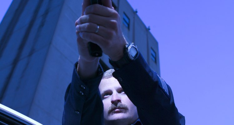Los francotiradores utilizan armas especializadas para lograr sus objetivos específicos.