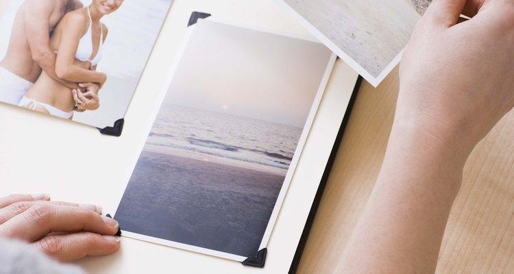 Crea un libro de recuerdos o collage de fotos.
