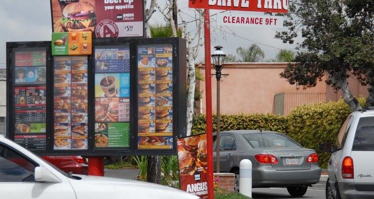 Menu drive-thru em um restaurante McDonald's