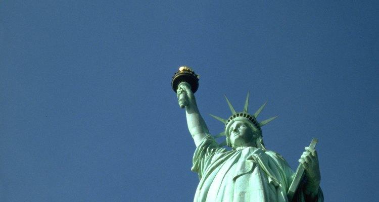 Um exemplo de pátina em cobre é encontrado na Estátua da Liberdade