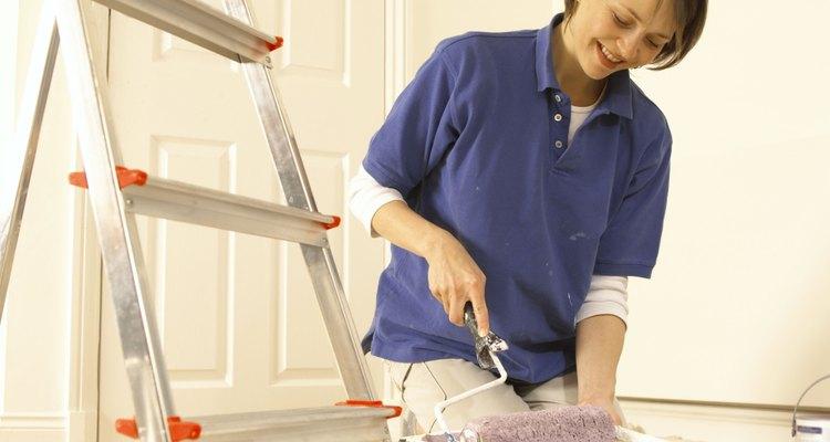 La pintura para hogares de látex está hecha de polímeros sintéticos, no de látex real.