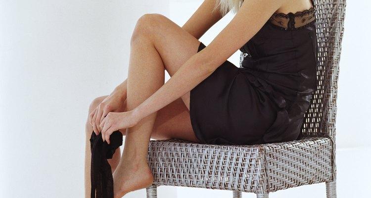 Vestidos com cintura baixa ou curtos ajudam a equilibrar as proporções do corpo