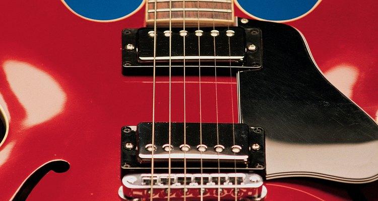 Limpar a ferrugem de seus captadores mantém a sua guitarra com aparência de nova