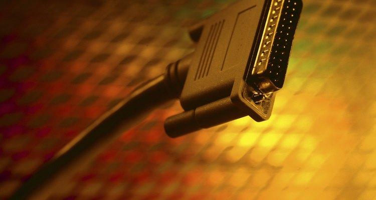 A porta serial era utilizada para conectar periféricos antes do desenvolvimento da USB