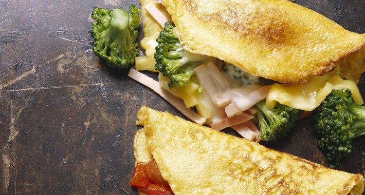 Las planchas de hierro fundido son muy populares en las hogueras de campamento y también en la cocina de varios cocineros.