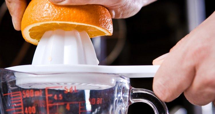 Congele o suco de laranja fresco para consumo futuro