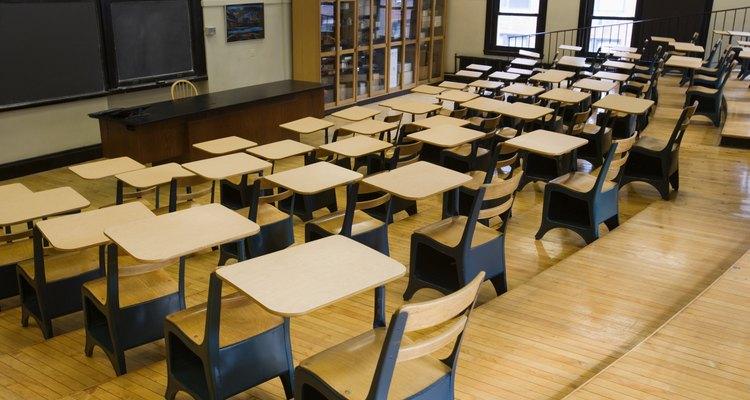 ¿Cómo se puede conseguir un empleo como auxiliar educativo?