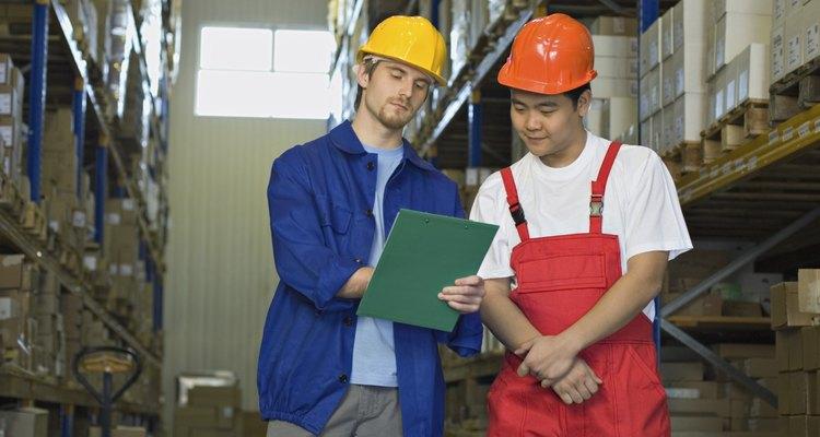 Los supervisores de almacén trabajan en una amplia variedad de industrias.