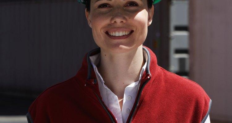 El rango del salario inicial medio para los ingenieros ambientales en diciembre del 2010 fue de alrededor de US$43.000 a US$53.300 por año.