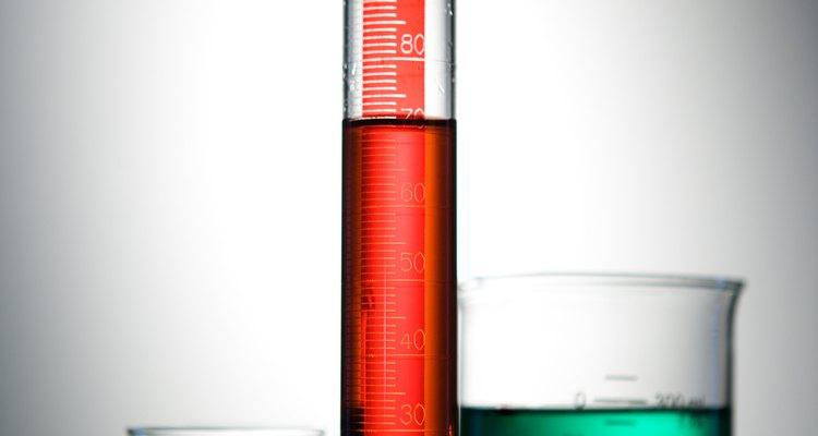 Um cilindro graduado é utilizado para medir o volume