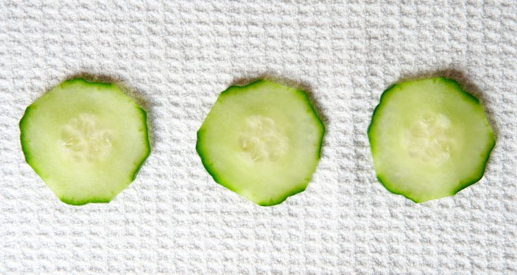 As folhas do pepino podem amarelar devido a falta de luz solar ou excesso de água