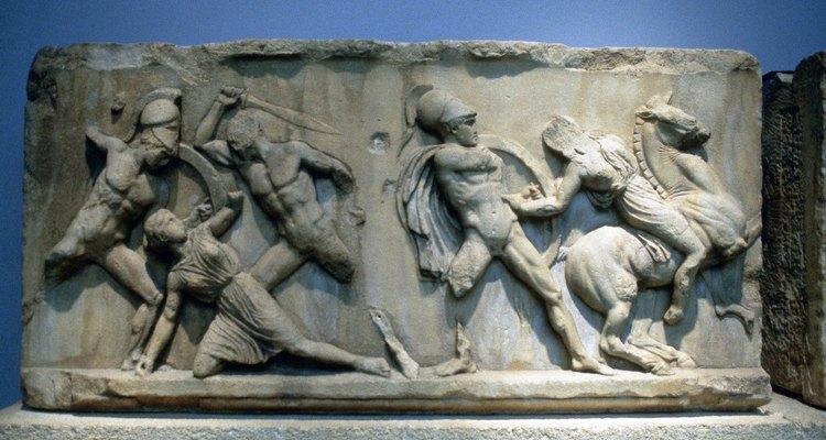 Otro equipo de batalla importante para los antiguos soldados griegos era la espada y el escudo.