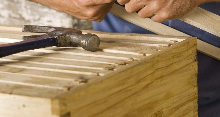 Construa os quadros para caber dentro de uma colmeia