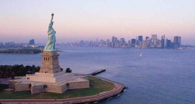 Cuando solicitas una tarjeta de identificación del estado de Nueva York debes presentar una identificación que acredite tu nombre y tu identidad.
