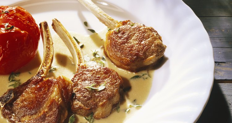 Lamb chops in thyme sauce