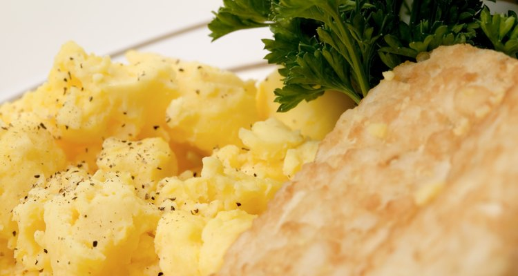 Scrambled eggs and hash browns