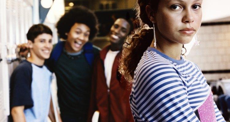 Adolescentes populares y seguros de sí mismos pueden ser matones.